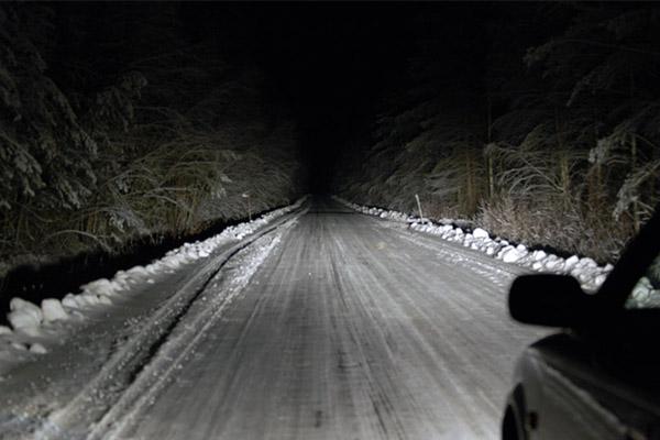 Autóink fényei télen