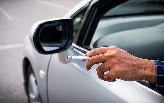 dohányzás vezetés közben